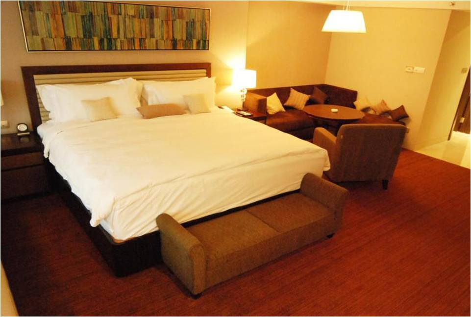 Hotel furniture wholesale interiors for Hospitality bedroom furniture